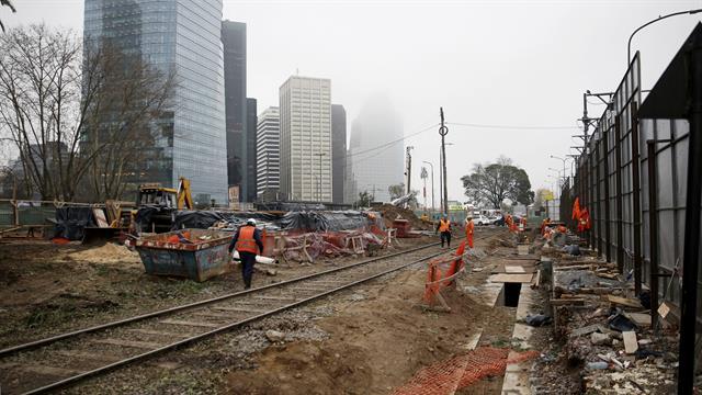 Empezó la demolición del tranvía de Puerto Madero