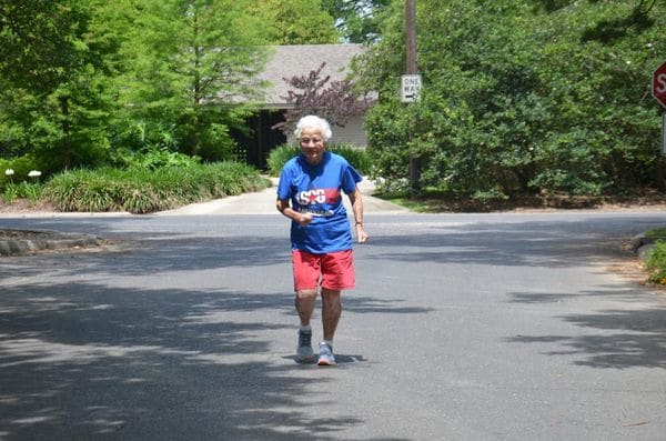 Julia Hawkins entrena varias veces a la semana frente a su casa (Sarah Netter/The Washington Post)