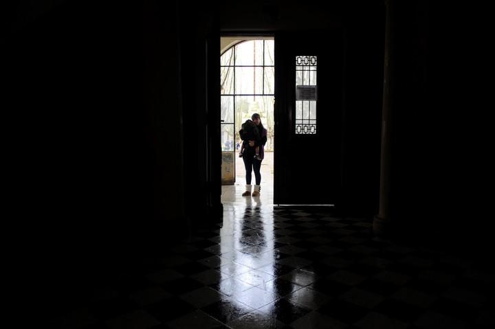Mujeres adictas: muy pocas piden ayuda y dejan los tratamientos más que los hombres
