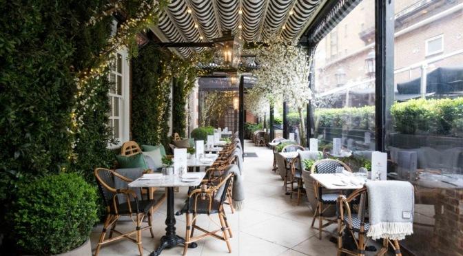 Nos citamos con Virginia Woolf en Dalloway Terrace a la hora del té con champagne.