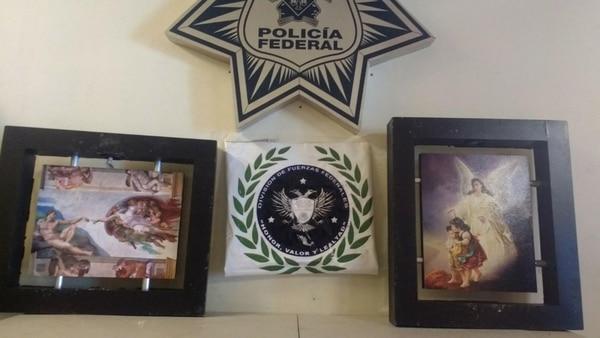 Droga oculta en cuadros con imágenes religiosas