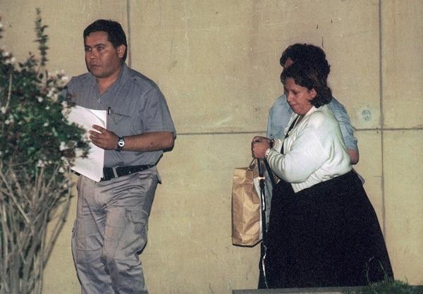 Victoria Vallejos de Escobar de Gaviria esposados en 1999. Foto: Enrique Garcia Medina
