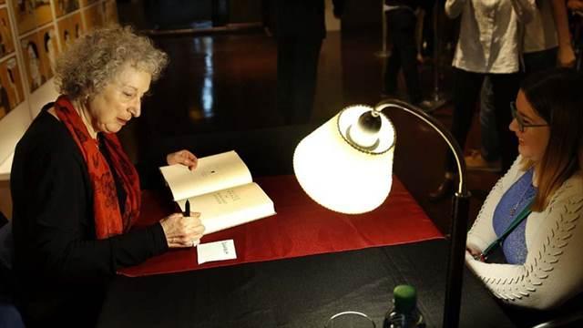 Margaret Atwood, una mujer que abre la boca y dice lo que piensa