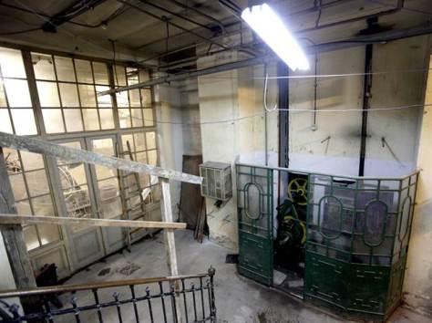 Uno de los interiores dañados de la histórica sede