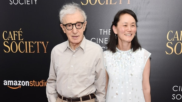 Woody Allen junto a su esposa e hijastra Soon-Yi Previn (Getty Images)