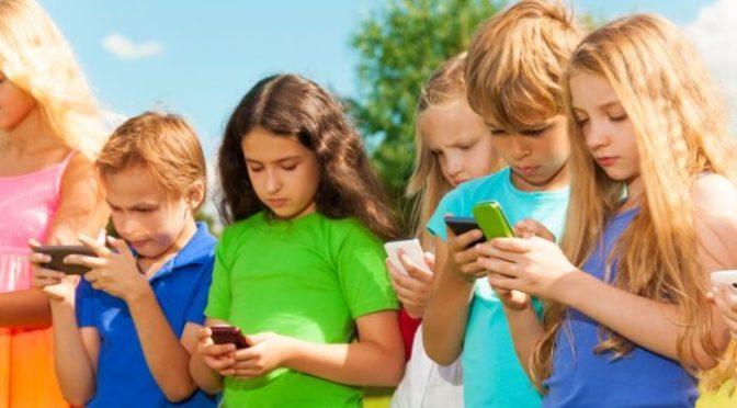 10 razones por las que tu hijo no debería tener móvil y 4 por las que sí