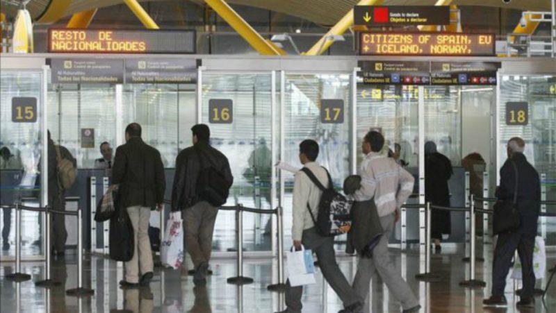 Continúa el éxodo: 76.000 españoles se marchan y ya son más de 2,5 millones