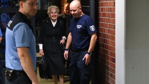 """La justicia alemana detuvo a una """"abuela nazi"""" que estaba en fuga"""