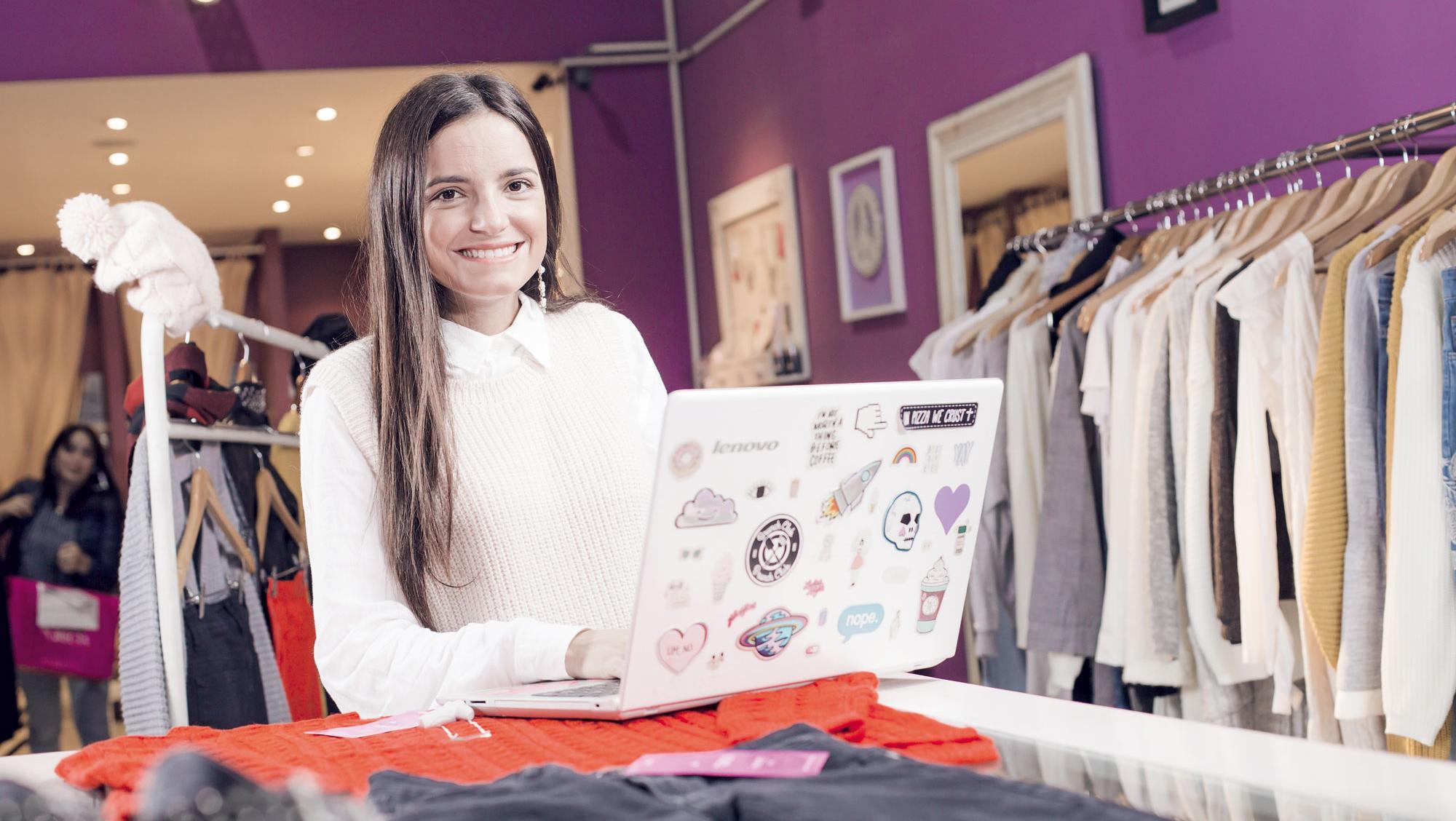 Comenzó vendiendo ropa en su living y ahora tiene 60.000 clientes en su tienda online