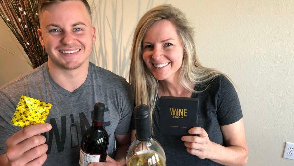 """Son madre e hijo, crearon los """"preservativos para vino"""" y ya vendieron por US$ 1 millón"""