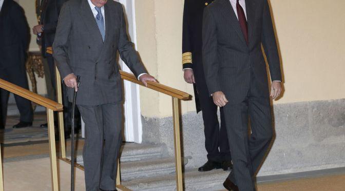 Primera aparición pública de Juan Carlos, debilitado, tras la nueva reclamación de paternidad