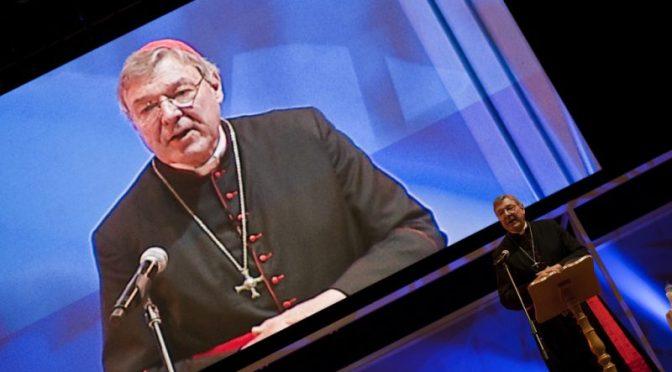 """En juicio por abuso sexual contra cardenal George Pell, tribunal australiano no logra ocultar """"secreto peor guardado de la nación"""""""