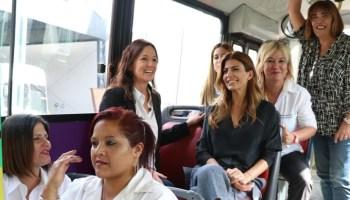 befebca1b Juliana Awada visitó a un grupo de mujeres choferes de colectivos en  Vicente López