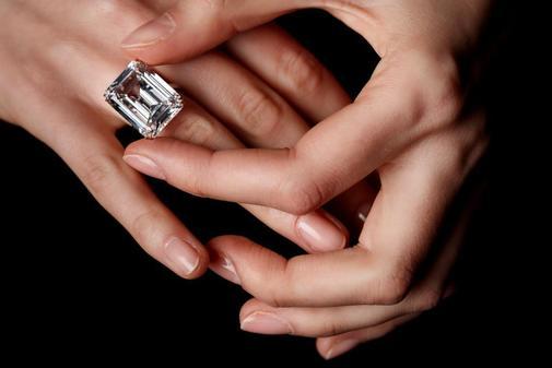 Roban un diamante de 45 millones de euros en un simple juego de manos