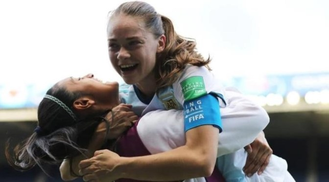 El seleccionado femenino logró un histórico empate ante Japón en el debut del Mundial de Francia