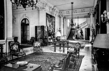 Vista del hall principal de la residencia de Saturnino J. Unzué.
