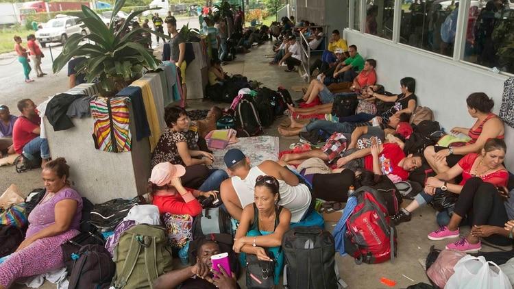 Cientos de cubanos han sido desterrados de manera forzada