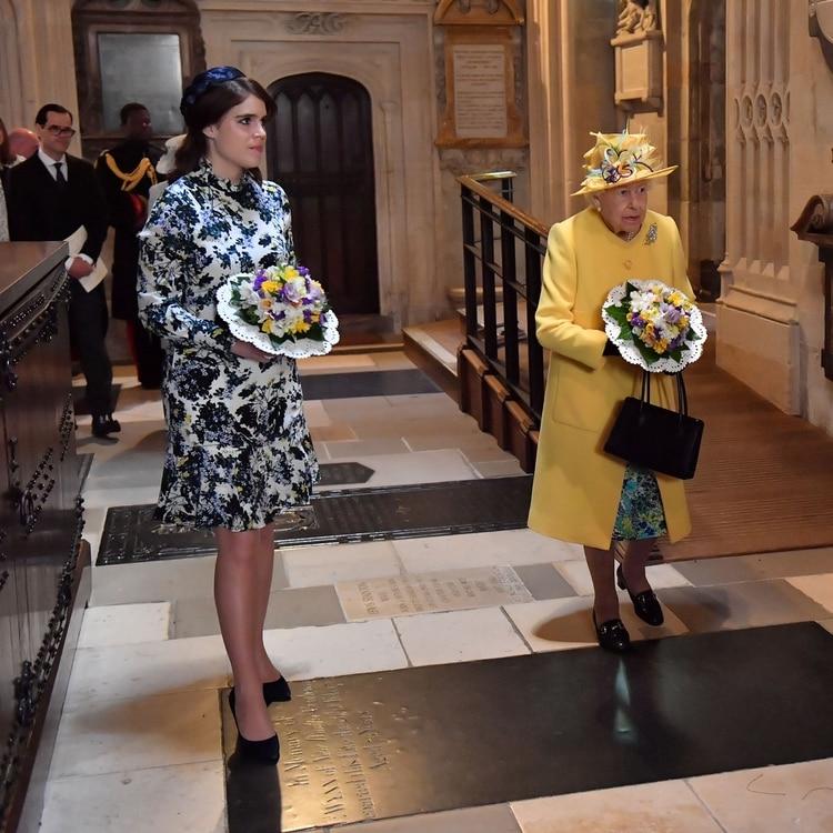 La reina Isabel II con Eugenie de York durante un evento en Windsor (REUTERS)
