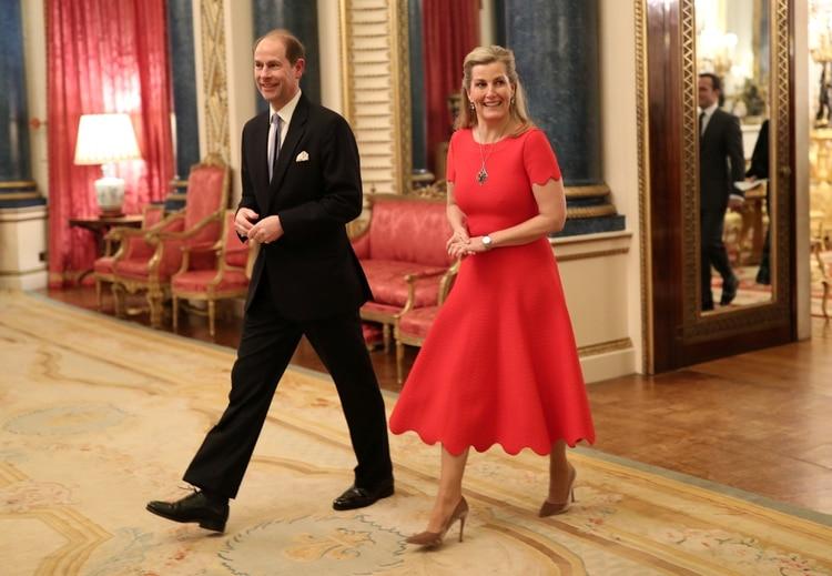 Los gastos de la familia de Sofía y el príncipe Eduardo, conde de Wessex, hijo menor de la monarca, son cubiertos por ingresos privados de la reina Isabel II