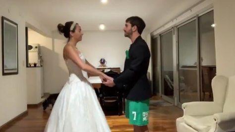 Se iban a casar este 21 de marzo hicieron una falsa boda virtual que se viralizó