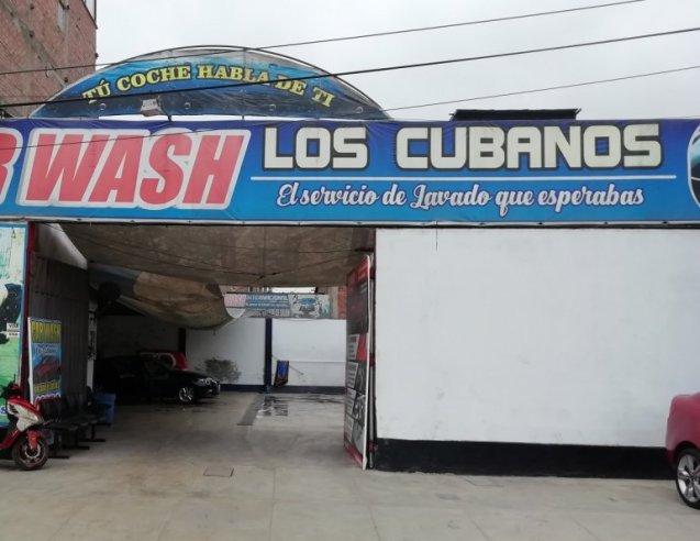 Un servicio de lavado de autos con el nombre de Los Cubanos marca la presencia de los isleños en Lima