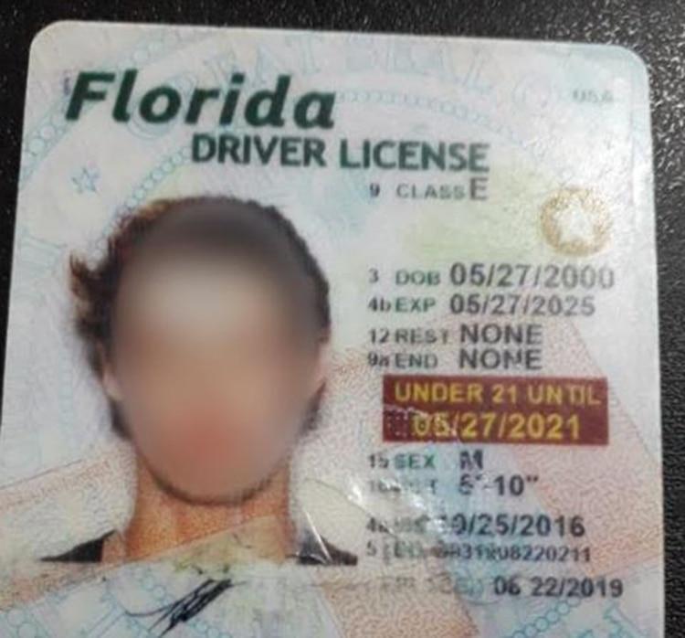 Joven y rápido en Miami: Lucas A., detenido con psicofármacos y una peligrosa receta trucha, tenía un registro de conducir del estado de Florida.
