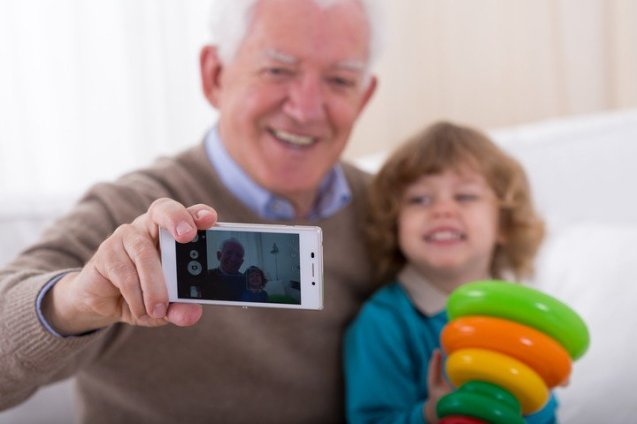 Grandsharenting, ¿conflicto familiar? Foto: Shutterstock.