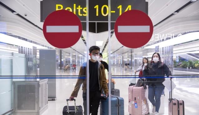 Viajeros en la sala de llegadas de la Terminal Uno del Aeropuerto de Changi en Singapur.  Foto: EPA