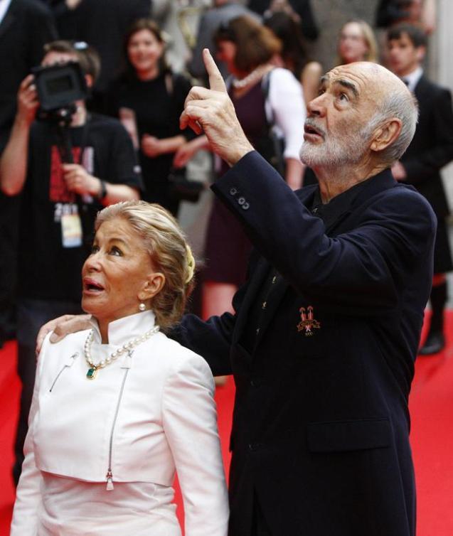 Micheline Anne Jeanne junto a su esposo, el actor Sean Connery, en el estreno del Edinburgh International Film Festiva