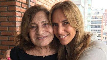Berta, junto a su hija Marina