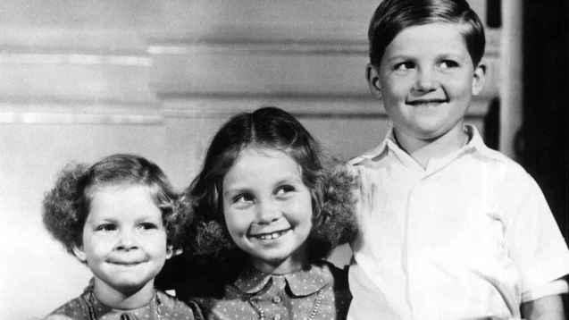 Doña Sofía, de joven, junto a sus hermanos.
