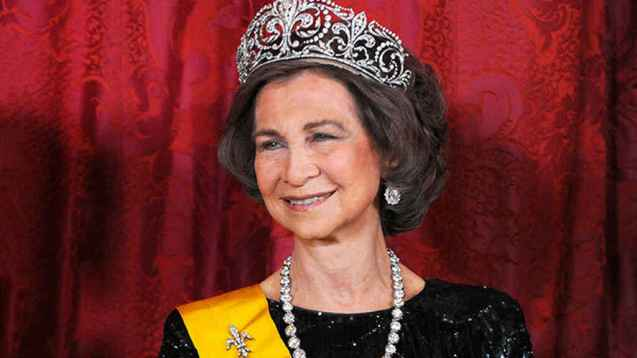 La reina Sofía con la tiara de la flor de lis.