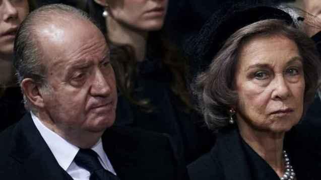 Los desplantes del rey emérito a su mujer han sido constantes desde que se casaron a los 23 y 24 años, respectivamente.