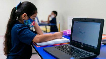 Los niños concurren con mascarillas, mantienen distancia social y realizan todas las actividades en su aula.