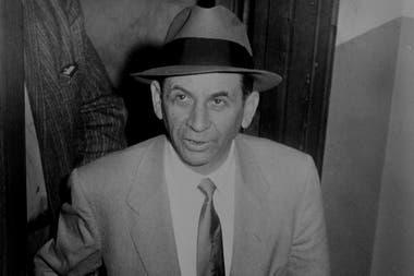 Meyer Lansky en la estación de policía de 54 St., Nueva York, en 1958