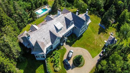 Esta es la mansión de Maine que vende John Travolta