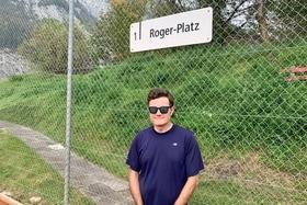 Dave Seminara en una cancha de tenis