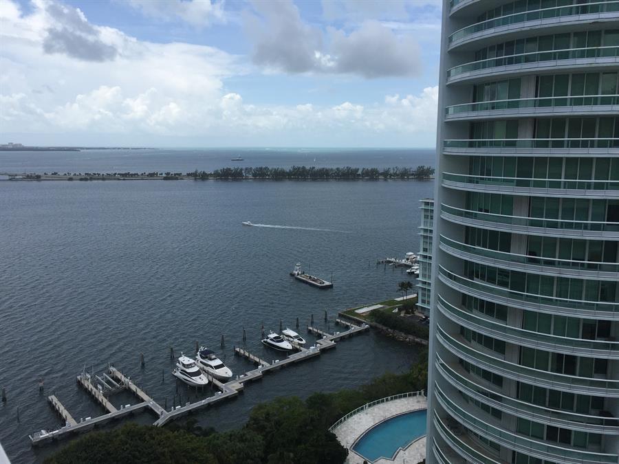 El precio de la propiedad raíz en el sur de la Florida ha visto un incremento considerable con la migración de personas afluentes al estado. (EFE)