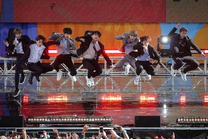 """BTS actuando en el programa """"Good Morning America"""" en Nueva York (Reuters)"""