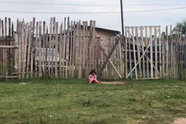 El barrio Fátima, en las afueras de Concordia, creció de 50 a 350 familias durante la cuarentena. Las familias viven hacinadas en ranchos muy precarios de madera, chapa y plástico