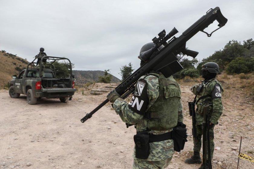Miembros de la Guardia Nacional patrullan la sierra de Sonora, donde nueve miembros de la comunidad de LeBaron