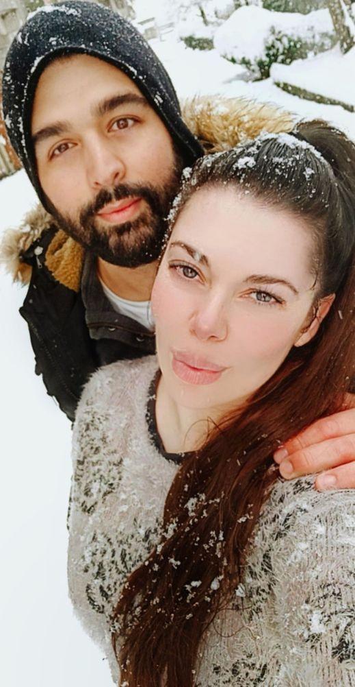 """Cecilia y Jerónimo: """"a través de nuestra cuenta de Instagram @soloviajedeida ayudamos a las personas a emigrar, damos asesoramiento, charlas y ayudamos en el trámite de ciudadanía""""."""