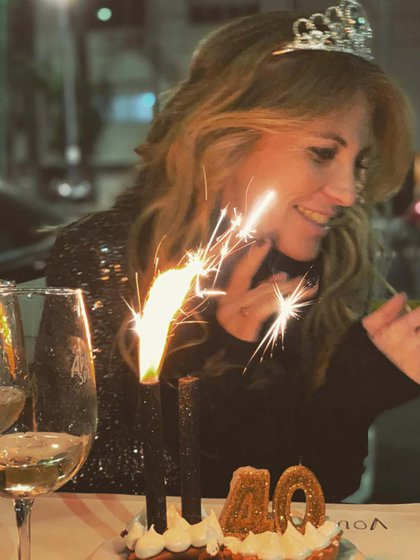 En su cumpleaños número 40, Anita -como la llamaban las princesas y lo hacen sus amigos- se puso una coronita para celebrar